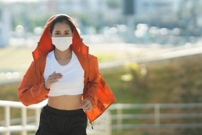 Je maska, která zakrývá ústa a nos, při každodenním používání bez nežádoucích vedlejších účinků a potenciálních rizik?